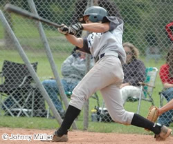 """<a href=""""http://www.challengers.ch/playerprofile/bregy-harry/?liga=NLA"""" title=""""Spielprofil ansehen für Harry Bregy"""">Harry Bregy</a> drove in the only runs for the Challengers with his fourth-inning two-run single."""